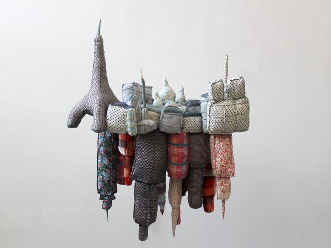 Paris New-York / sculpture textile / emilie Faïf / vitrines Isabel Marant / 2010
